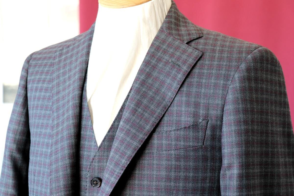 アリストンのチェックで彩る冬のスーツスタイル