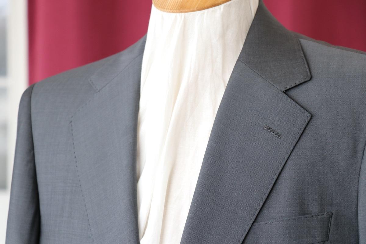 軽くてサラッとした着心地!盛夏に着たいカノニコのモヘア混スーツ