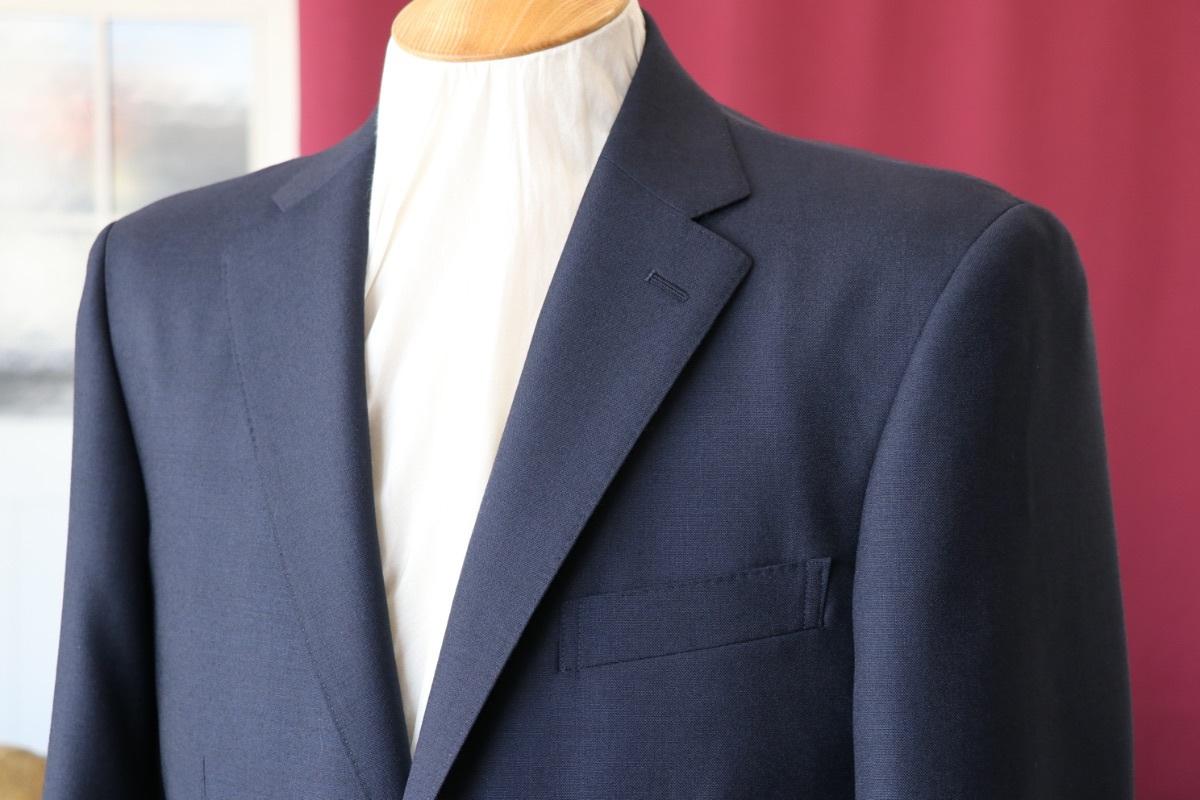 英国生地【ハリソンズ】で仕立てる定番のネイビースーツ