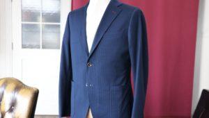 夏生地に珍しいチョークストライプ柄のネイビースーツ