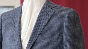 カジュアルな中に見せるドレス感、チゼルトゥのコインローファー