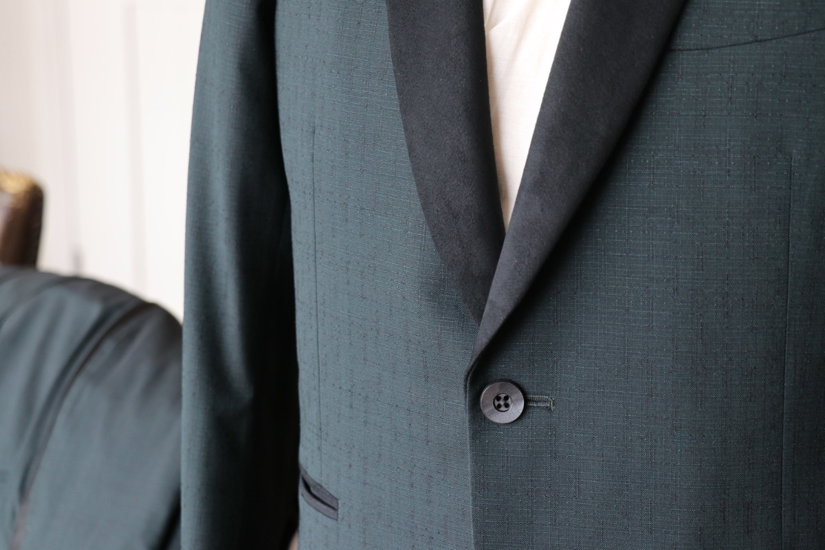 人工皮革を使用したNEWデザインのタキシード